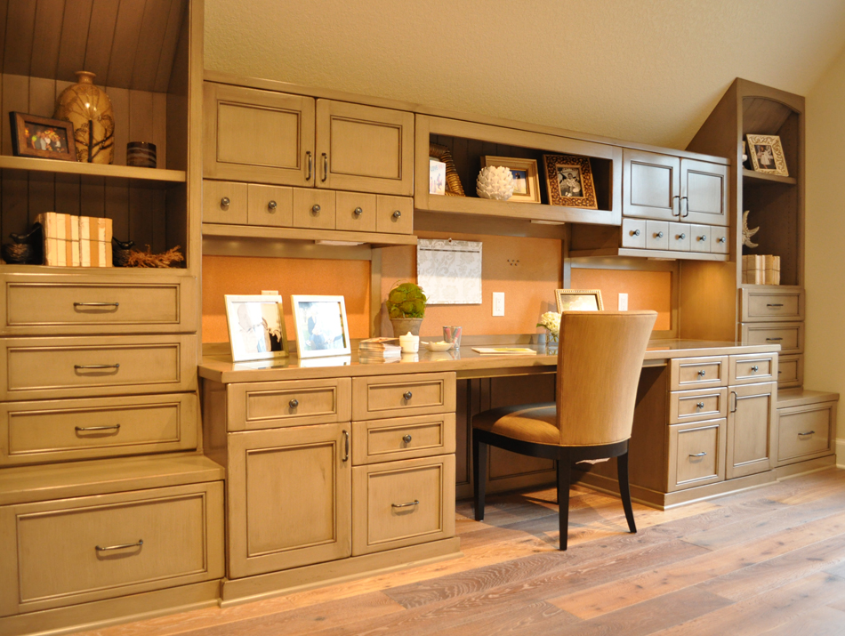 Product Details Custom Den Cabinetry Aura Cabinetry Building Quality Kitchen Cabinets